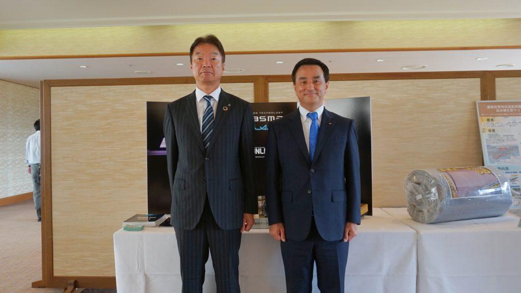 写真6.中野代表取締役と村岡知事